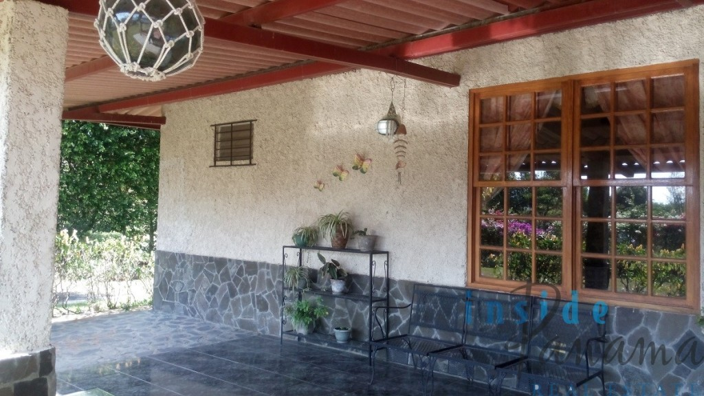 Real estate in anton valley panama 4 bedroom chalet for Chalet style homes for sale