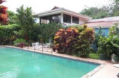 Anton Valley Panama - Lush Gardens and running water in el Valle de Antón