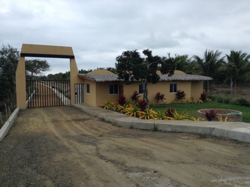 Real Estate In Puerto Cayo Ecuador Access To An