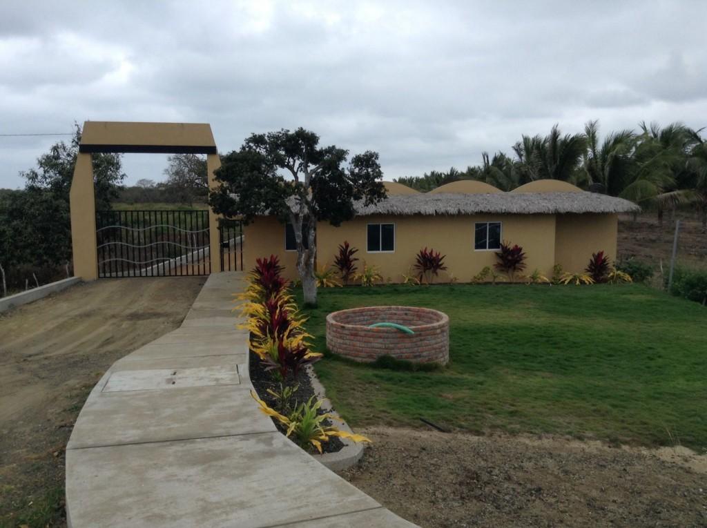 Real estate in puerto cayo ecuador you can build your for Puerto cayo ecuador real estate