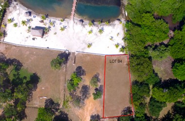 Coxen Hole Honduras - Beachfront Lot 4 Guaiabara Beach