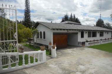 Ecuador - Riverfront House For Sale in San Antonio
